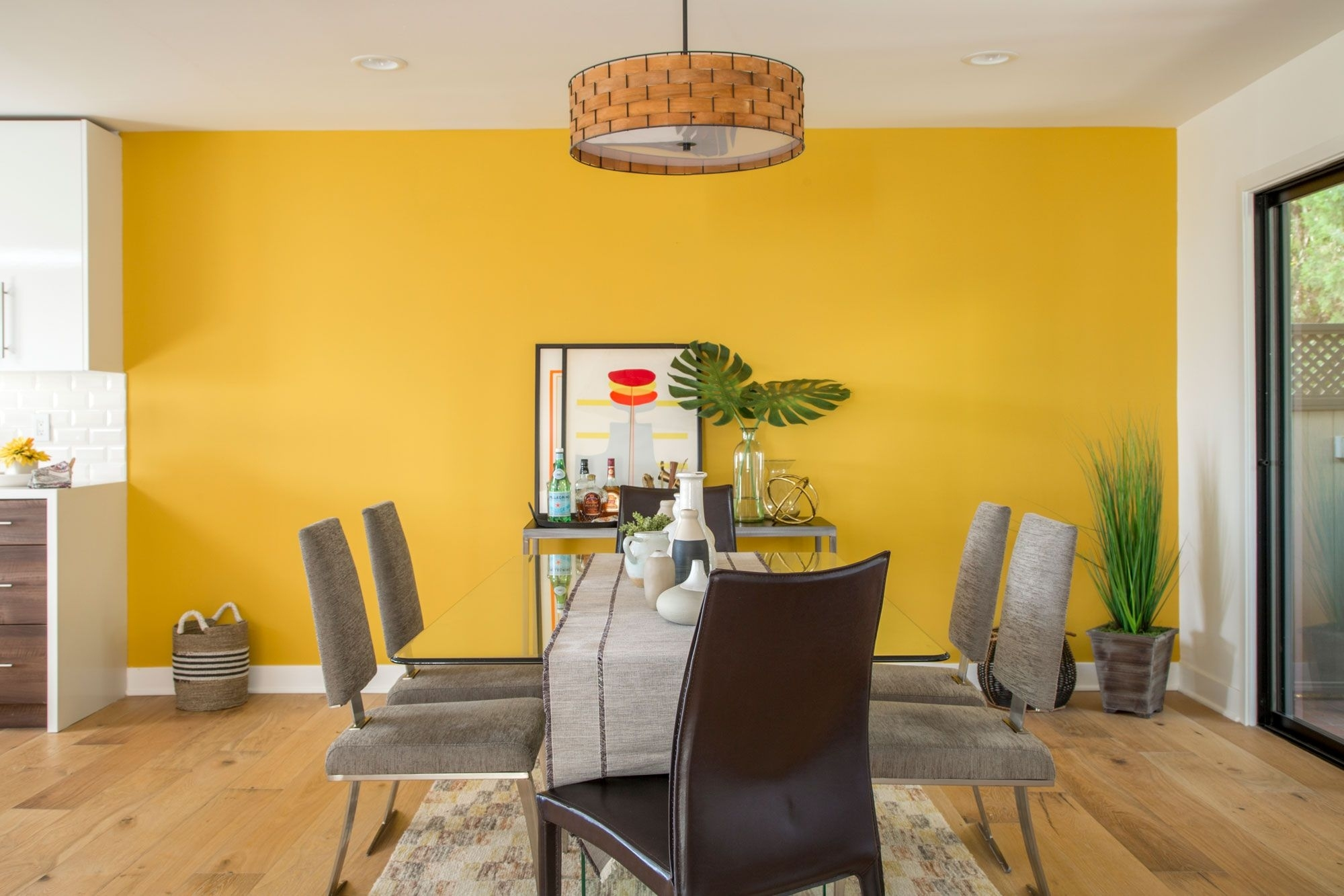 Dunn-Edwards Paint Color Of The Year: Honey Glow (De5354 for Family Room Paint Colors 2017